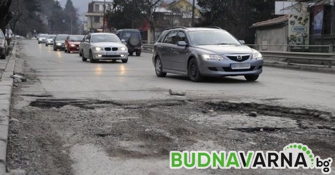 Дупките се кърпят по пътищата във Варненско
