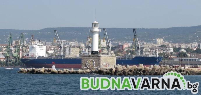 Битови отпадъци замърсяват акваторията на пристанището