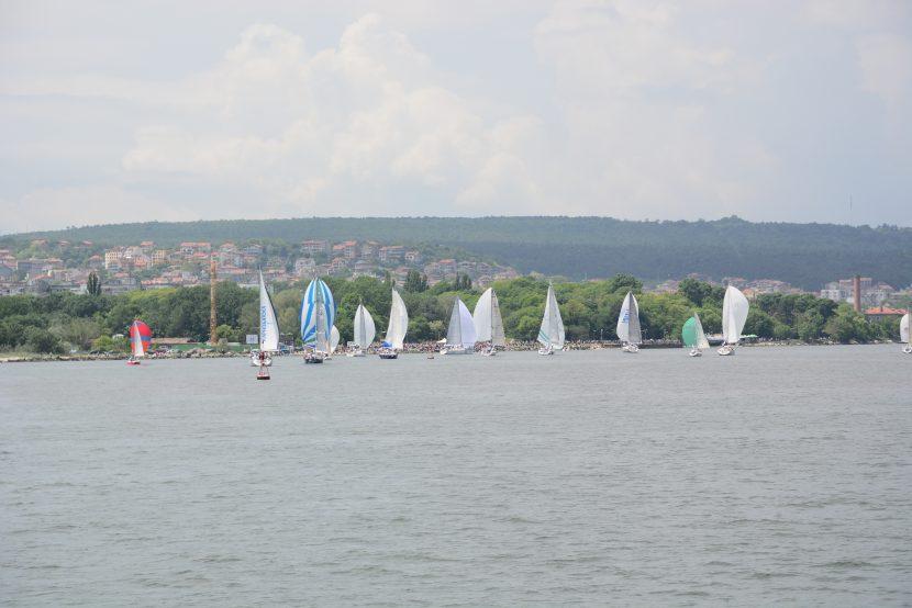 """Във Варна закриват сезона на морските спортове с регата """"Есенни ветрила"""""""