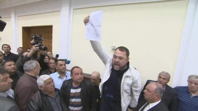 Бой в СДС и събориха на земята Янко Станев (видео)