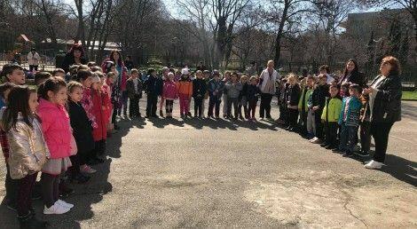 """250 деца от Варна пяха """"Хубава си, моя горо"""" по повод Седмицата на гората"""