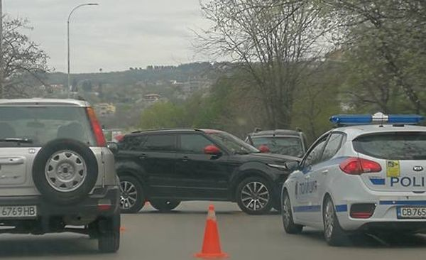 "Моторист се заби в джип и  затапи бул.""Цар Освободител"""