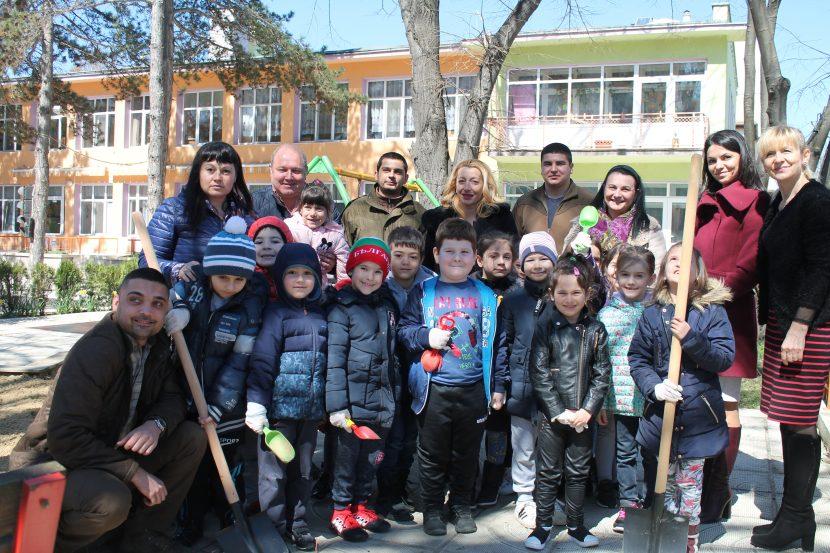 В Седмицата на гората се проведе залесяване в две детски градини