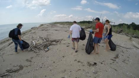 Акция по почистване плажа около устието на река Камчия ще се проведе днес