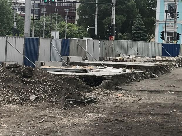 """Находка! Подлез изникна под съборените бараки срещу училище """"Димчо Дебелянов"""""""