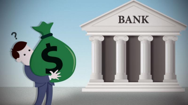 Банките масово вдигат таксите