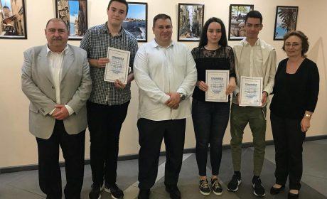 Емил Радев награди победителите в конкурс за есе на Първа езикова гимназия