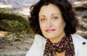 Среща с автограф с писателката Изабела Шопова