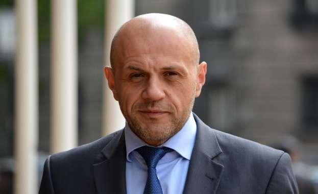 Томислав Дончев е любимият министър на българите