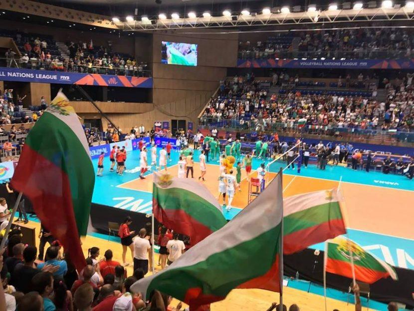 България удари олимпийския шампион пред 5000 зрители