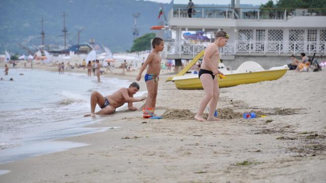 Как изглежда варненският плаж преди туристите (снимки)