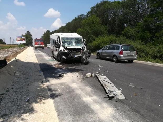 Тежка катастрофа между бус и камион на пътя Добрич – Варна