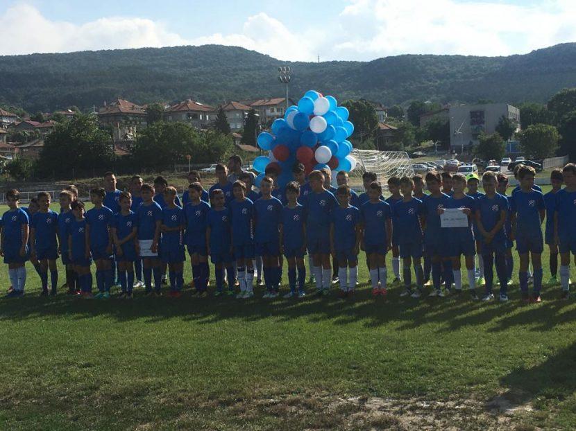 Топ треньори от Хърватска търсят млади футболни таланти на стадиона в Аксаково
