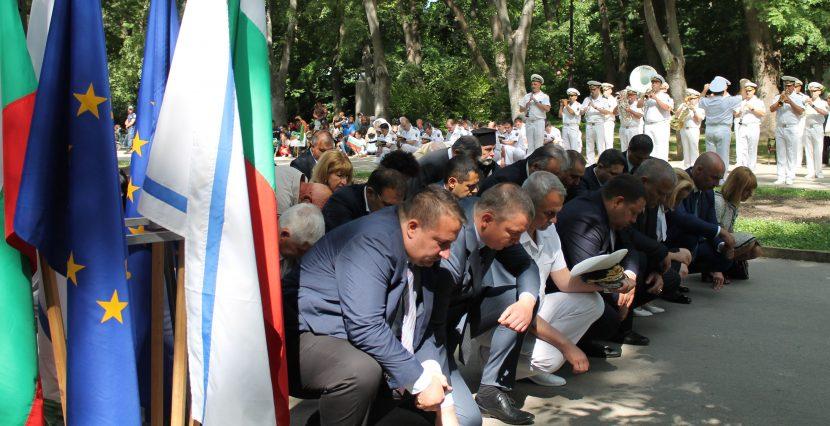Промяна в церемонила: Премахват падането на колене в памет на националните герои