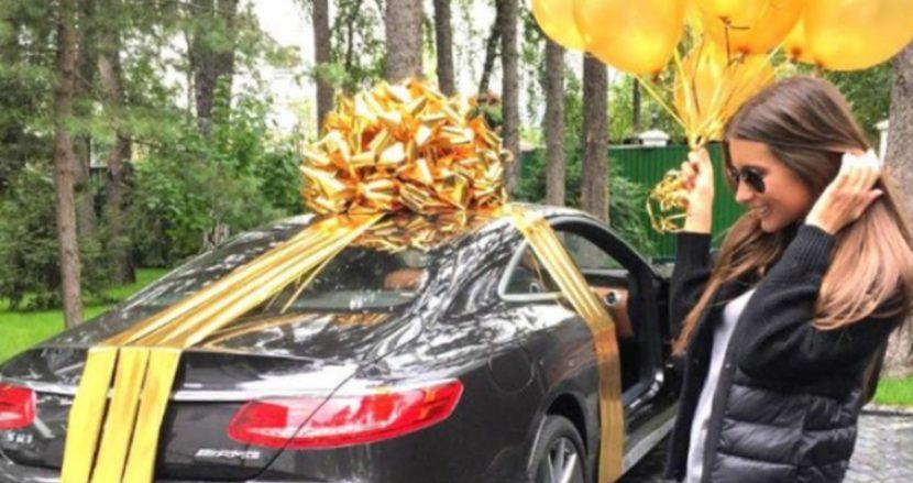 16-годишна ученичка от Варна получи Мерцедес за 350 бона от 55-годишното си гадже за Деня на детето