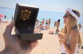 На плажа във Варна: Неочаквано предложение за брак в ефир на живо (видео)