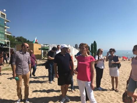 "Незаконно построените заведения на варненския плаж ""Кабакум"" вече работят"