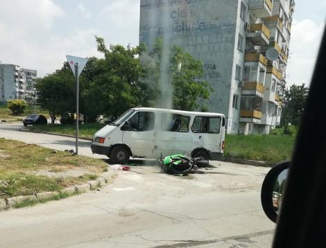Тежка катастрофа между бус и мотор