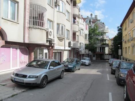 """Занижен контрол във Варна при паркирането по тротоарите след старта на """"Синя зона""""(снимки)"""