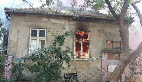 Нов сигнал за пожар до изоставената къща в центъра