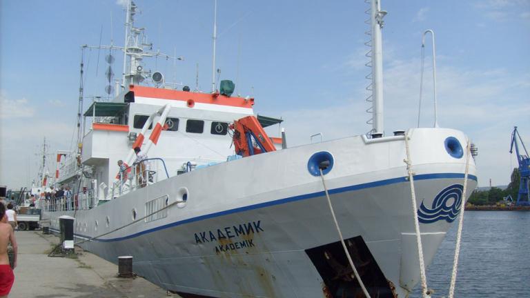 """Кораб """"Академик"""" отплава на проверка за екологичното състояние на Черно море"""