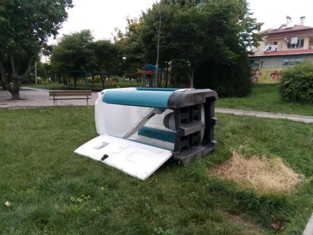 "Вандали потрошиха химическа тоалетна в парка на ""Владиславово"""
