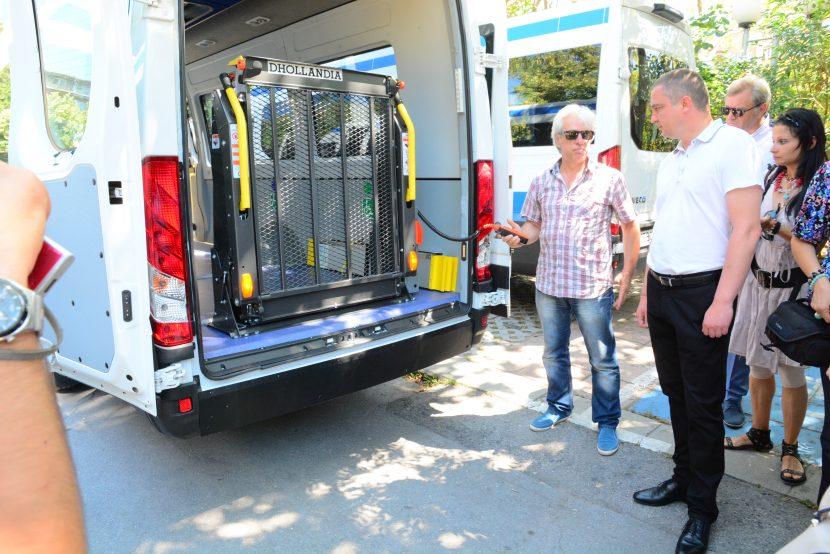 Купуват два микробуса за хората с увреждания във Варна