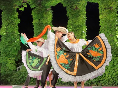 Над 400 участници се включват в Международния фолклорен фестивал