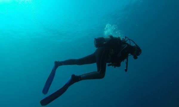 Водолаз е леко пострадал по време на издирването на двете изчезнали в морето деца