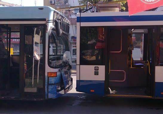 Читател на Будна Варна: катастрофа между автобус и тролей