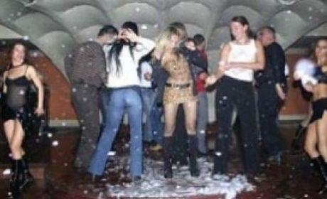 Въпреки забраната, нощните заведения на закрито във Варна работят