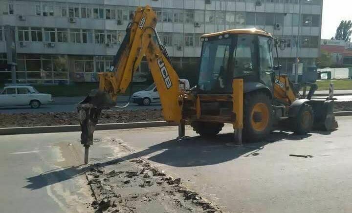 """Читател на Будна Варна: режат новия асфалт на бул. """" Васил Левски"""""""