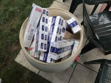 Хиляди кутии с цигари без бандерол са открити в дома на варненец