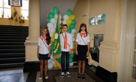 Варненско училище организира благотворителен базар на училищни униформи