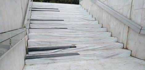 Пиано стълбите в подлеза до Катедралата не работят