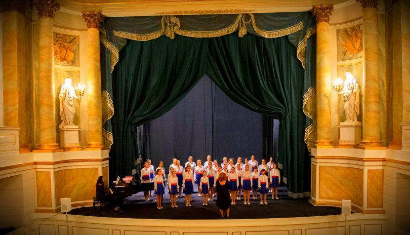 """Детски хор """"Добри Христов"""" изнесе концерт в кралския дворец във Варшава"""