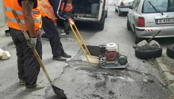 ВОЛЯ продължава да ремонтира уличните дупки