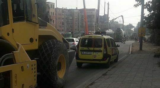 """Валяк блъсна такси на бул. """"Сливница"""""""