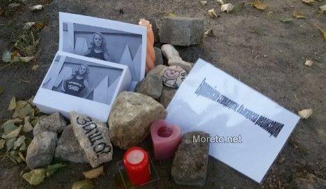 Майките на деца с увреждания във Варна наредиха камъни и свещи за убитата журналистка
