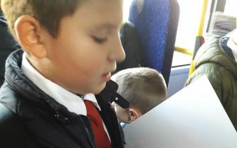 Ученици ще четат поезия и проза на пътниците в градския транспорт във Варна
