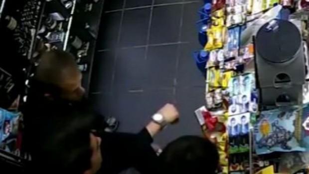 18-годишен е извадилият пистолет във варненски магазин