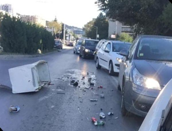 Читател на Будна Варна: Хладилник изпадна от камион