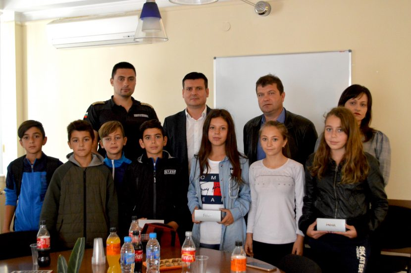 Ръководството на Община Вълчи дол награди ученици, предотвратили разрастването на пожар