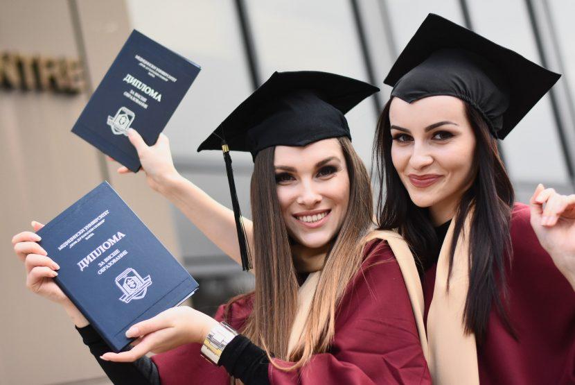 174 здравни професионалисти от 8 специалности се дипломираха в Медицински колеж