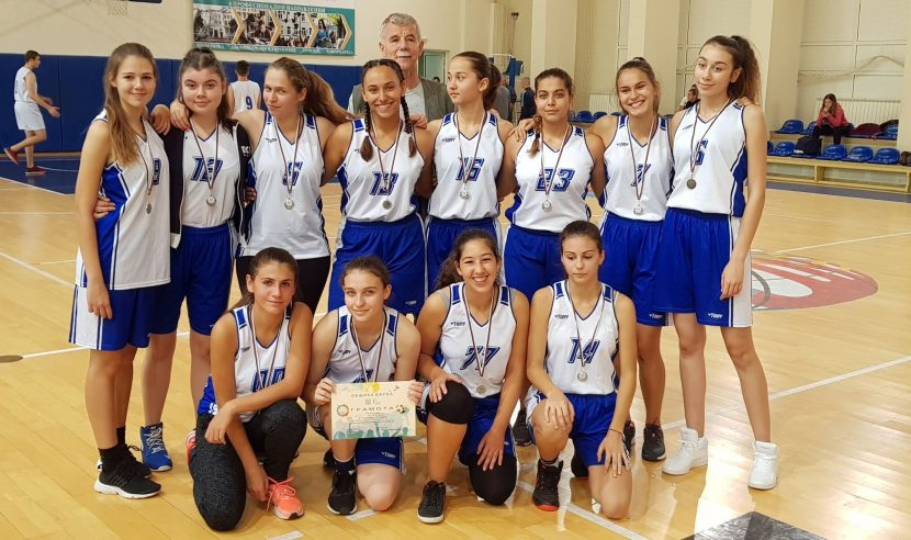 Първа езикова гимназия стана шампион по баскетбол за XI-XII клас