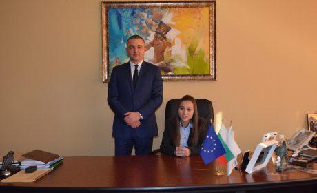 Ученици и студенти управляваха Община Варна за един ден