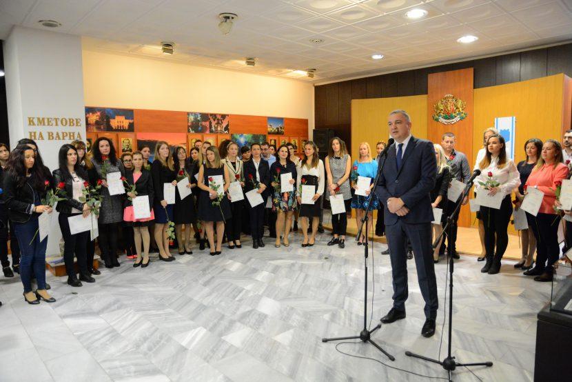 Връчиха общинско отличие на 43 млади учители