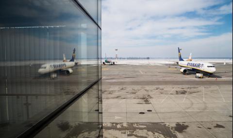 СНИМКА на екипаж на Ryanair разтревожи пътниците в самолет