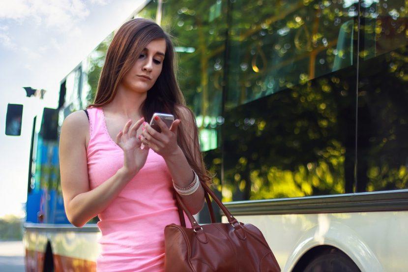 Солени глоби ако си ровиш в телефона докато пресичаш