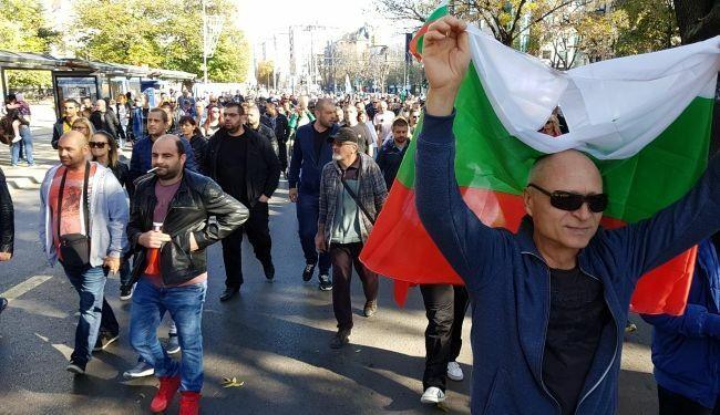 Варненци бесни на протестиращите: блокирайте бензиностанциите а не булевардите